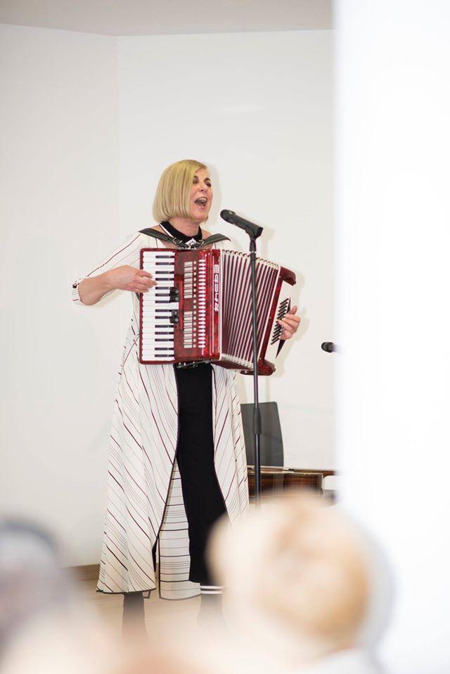 Apie meilę rimtai ir juokingai. Nijolė Narmontaitė. Tenerifė 2019 sausis Renginiai Tenerifeje Lietuvių bendruomenė Tenerifeje Knygų namai Tenerifeje