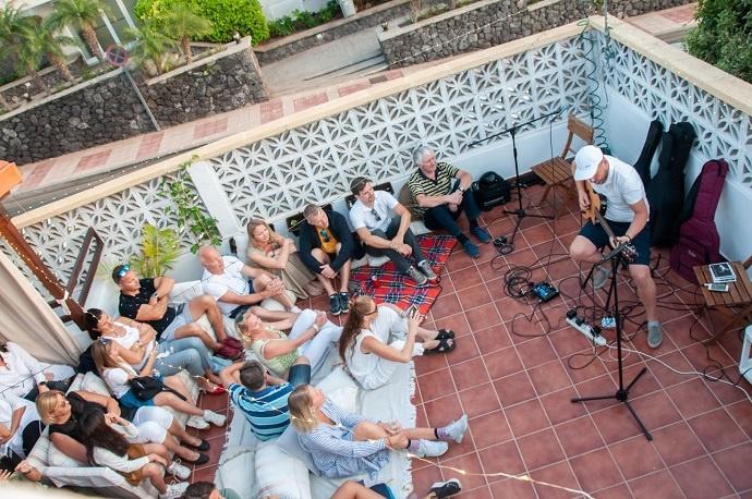 Muzikos vakaras. Gitaristas Aurelijus Globys Knygu namia Tenerifeje Renginiai Tenerifeje Lietuviu bendruomene