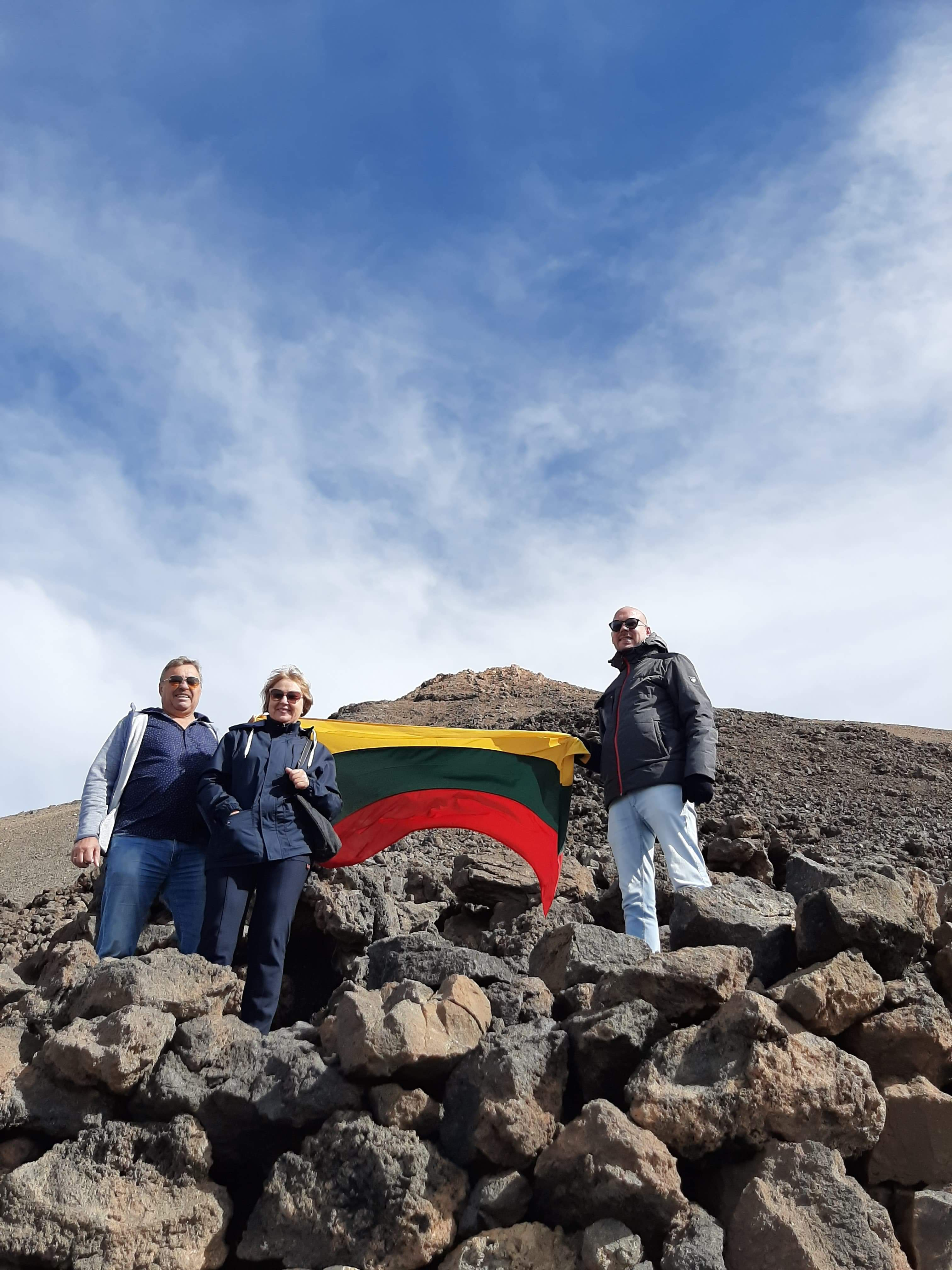 VĖLIAVOS ŽYGIS. TEIDĖ. 2020 Kovo 11-oji Lietuvos nepriklausomybes atkurimas Renginiai Tenerifeje Lietuviu bendruomene Tenerifeje